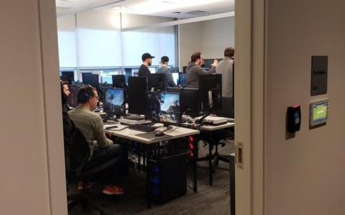Фил Спенсер шпионит за создателями Gears 5
